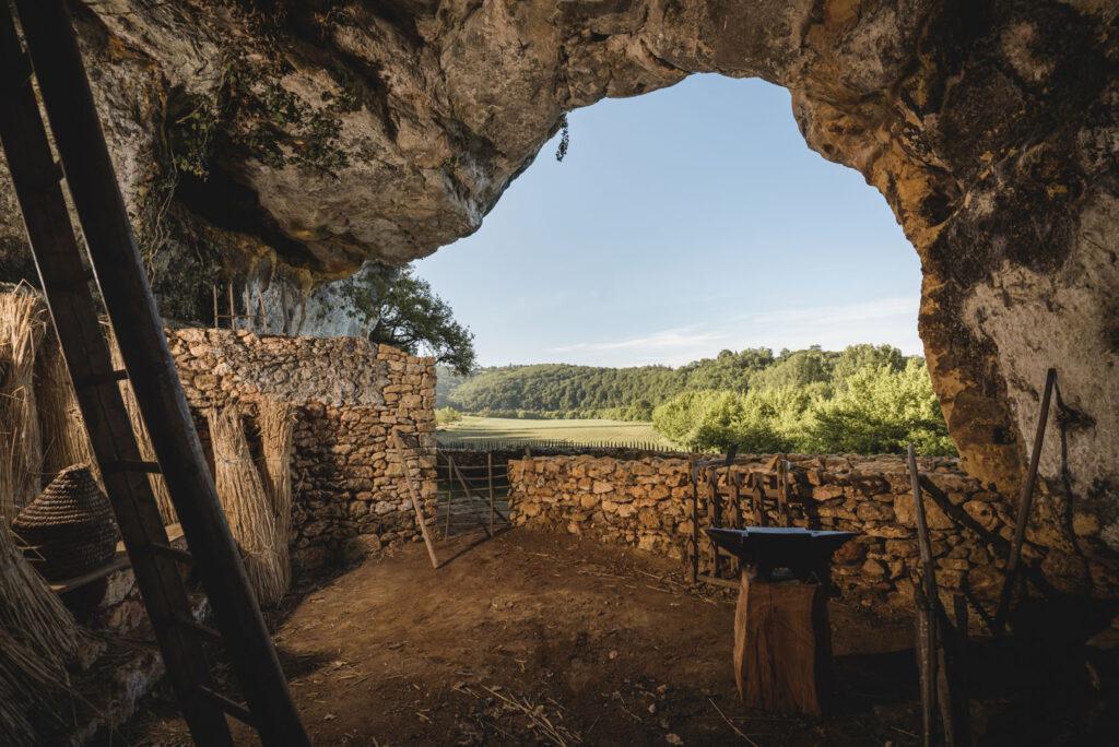 village_de_la_madeleine_troglodytique_grand_site_périgord