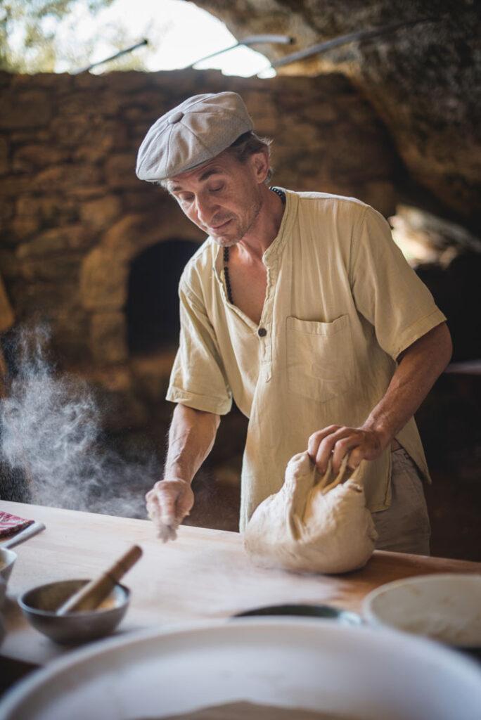 village_de_la_madeleine_boulanger_four_à_pain_démonstration